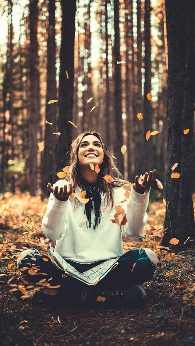 Herbstliche Foto Idee Kreative Inspiration für Foto Shooting im Herbst mit Laub  Herbstliche Foto Idee Kreative Inspiration für Foto Shooting im Herbst mit Laub...