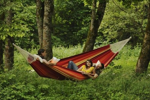 This Extra Large Hammock Is Designed To Let Love Ones Pile On With A 550 Pound Capacity You Will Not Be In It Alone Outdoor Hammock Garden Hammock Hammock