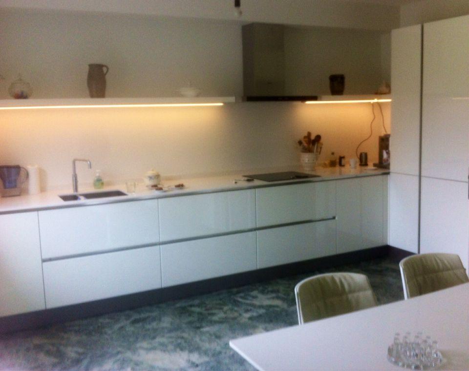 Häcker- Systemat AV 4030 GL wit hoogglans met wit composiet werkblad - häcker küchen systemat