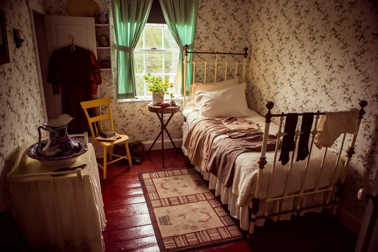 inside the anne of green gables heritage house | ◅ prince edward