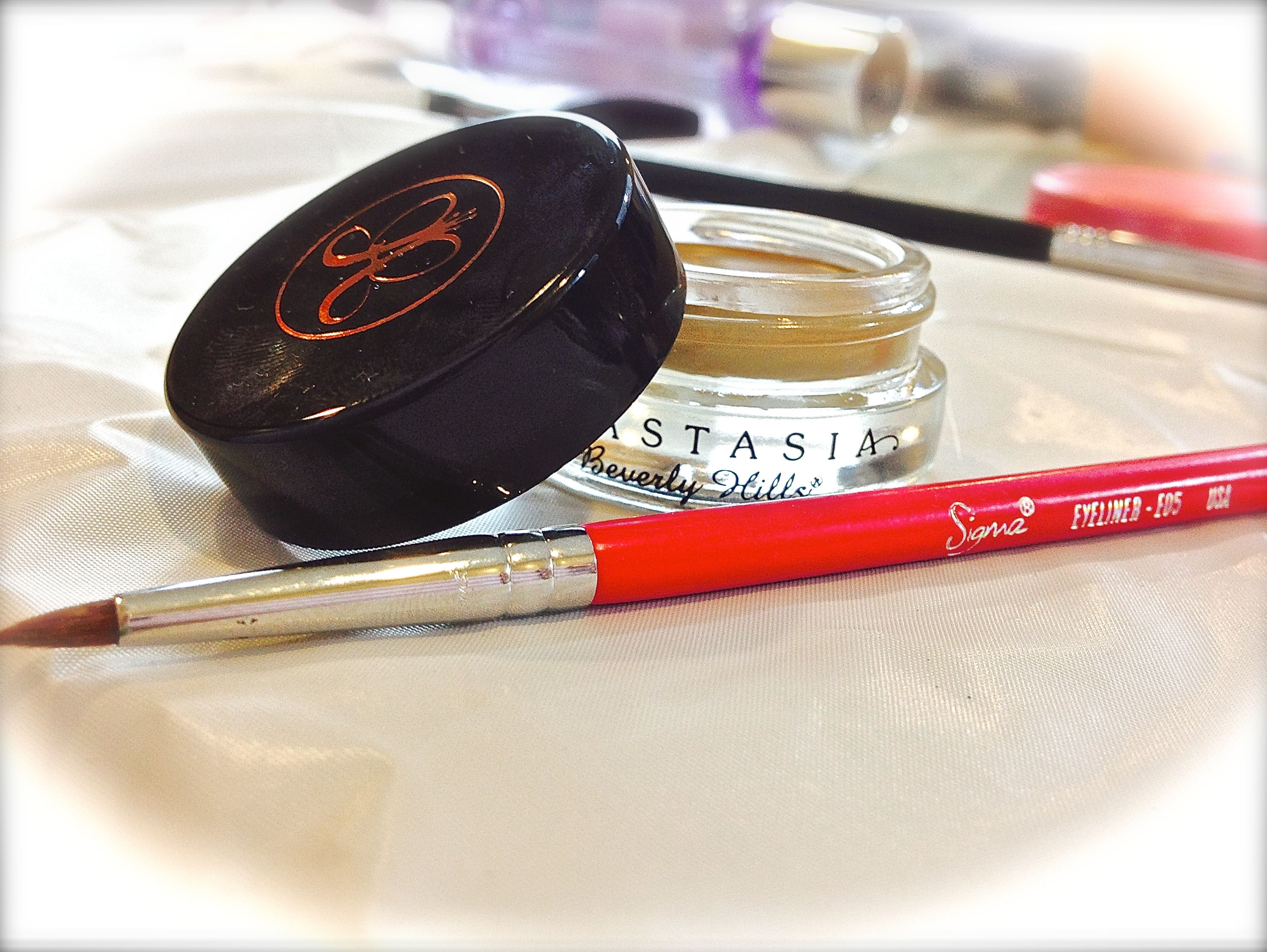 2atmakeup.com Your brows have never looked so good with the Anastasia Dip Brow Pompade. I am in the color Blonde and use a small Sigma brush to apply it to the outer half of my eyebrows. http://www.anastasia.net/ABH-Dipbrow-Pomade.html