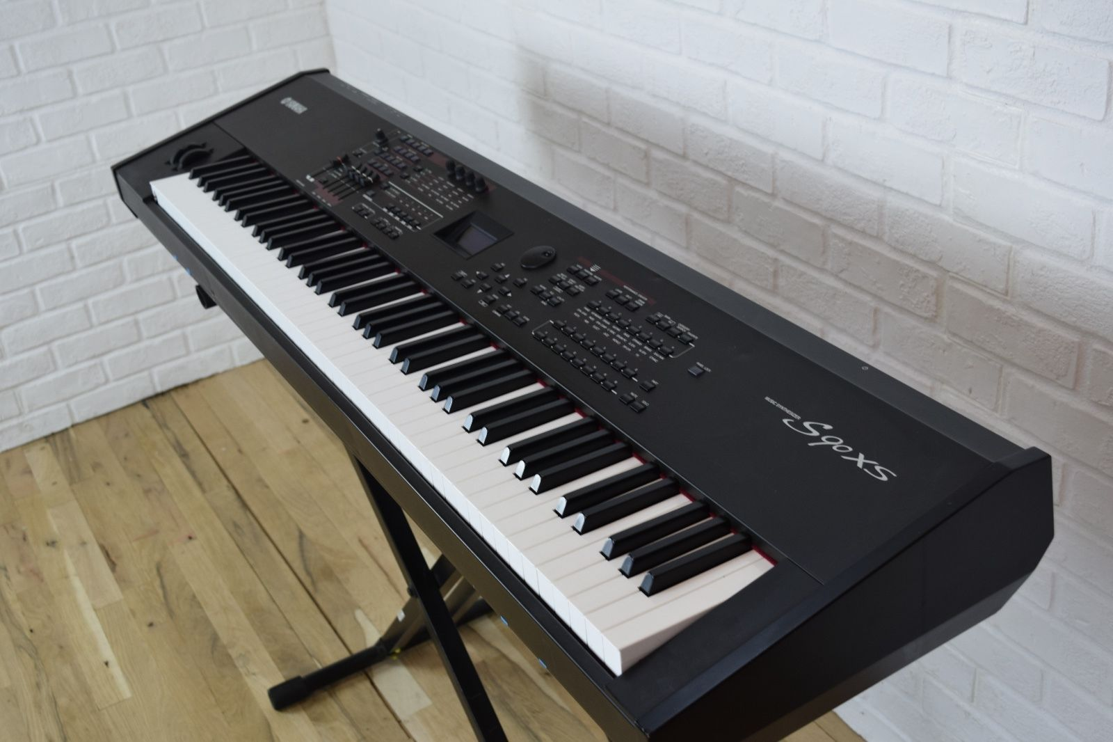 yamaha s90 xs 88 key keyboard synthesizer excellent used 88 key piano for sale common. Black Bedroom Furniture Sets. Home Design Ideas