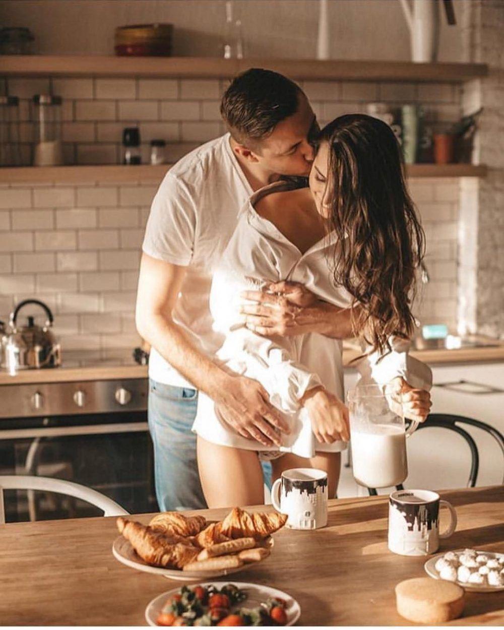 смотреть красивый на кухне молодожены такое вытворяют нас