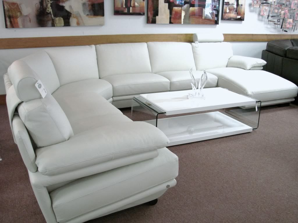 Natuzzi plaza leather sectional home decor 2 for Cream sofas for sale