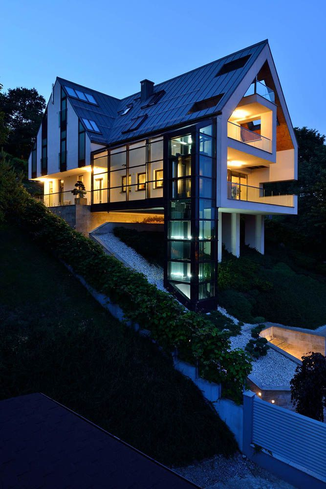 Gorgeous Glass Elevator Connects Multiple Levels On Slope House Architecture Architecture House Modern Architecture