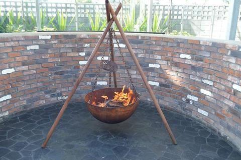 The Tripod Fire Pit Cast Iron 80cm Rust Fire Pit Cast Iron Fire Pit Bowl