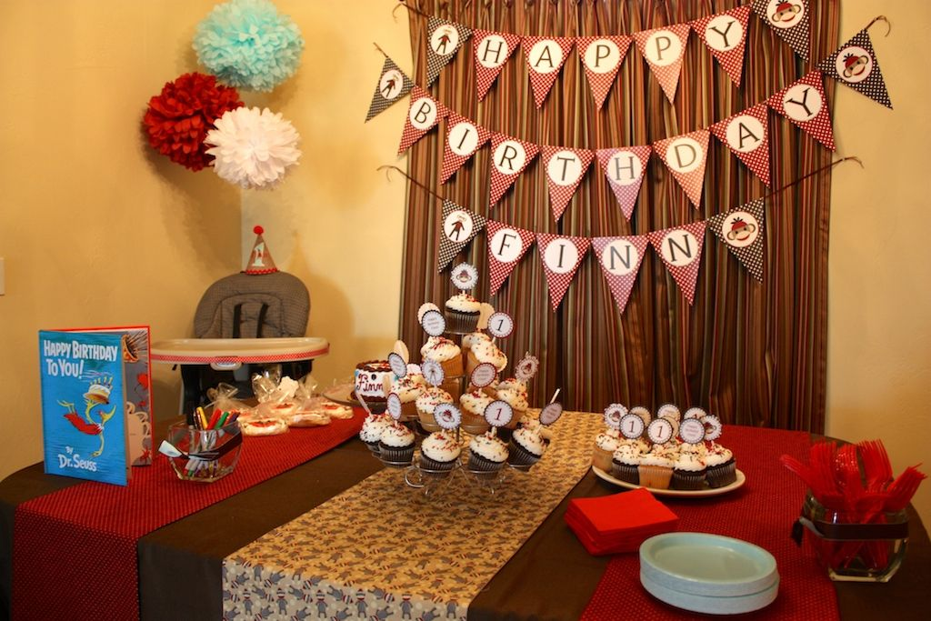 Cake cutting table decorations and cupcakes for sock ...
