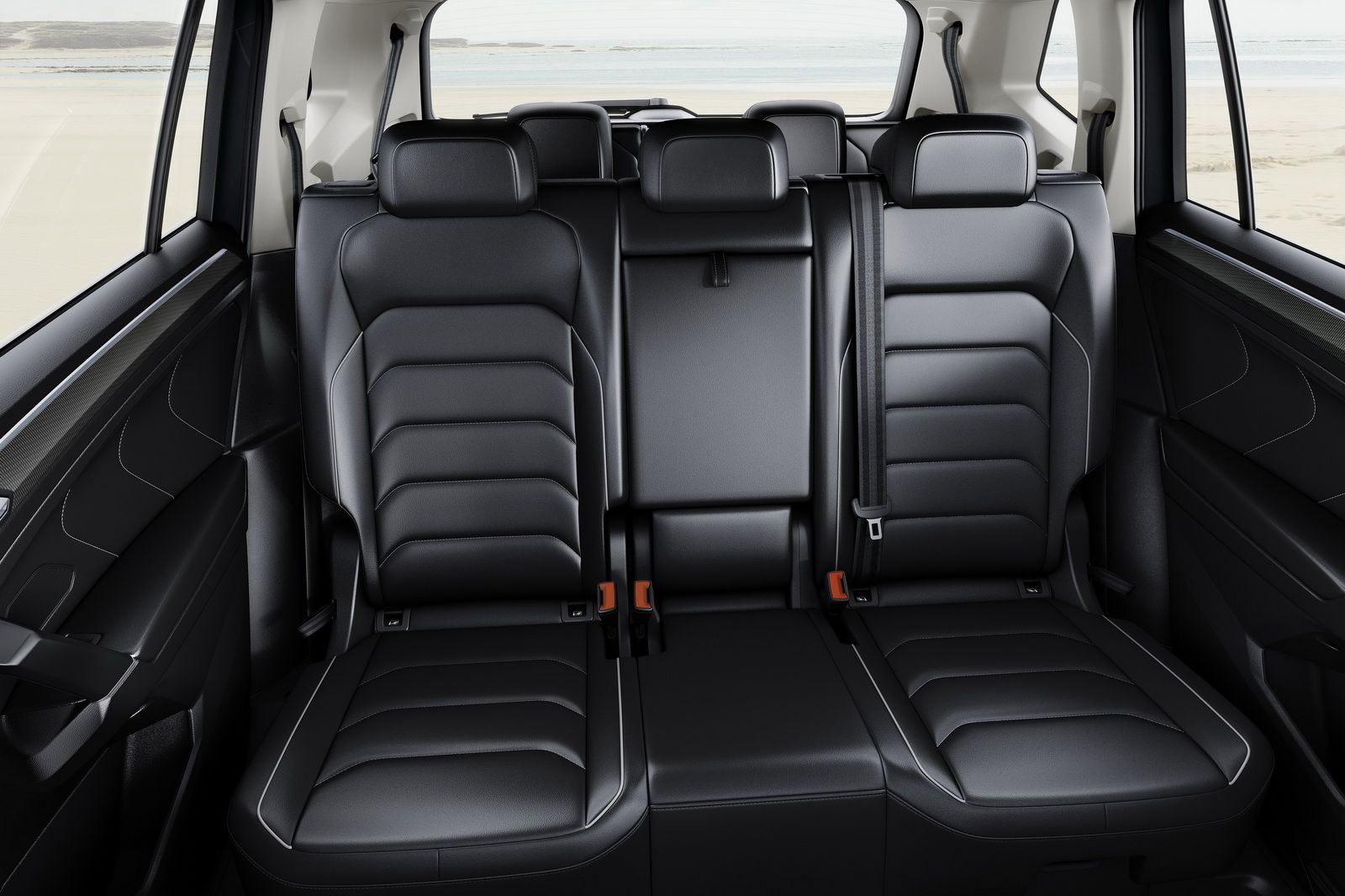 Europe S New Vw Tiguan Allspace With 7 Seats Detailed Ahead Of Geneva Carscoops Volkswagen Geneva Motor Show Seating