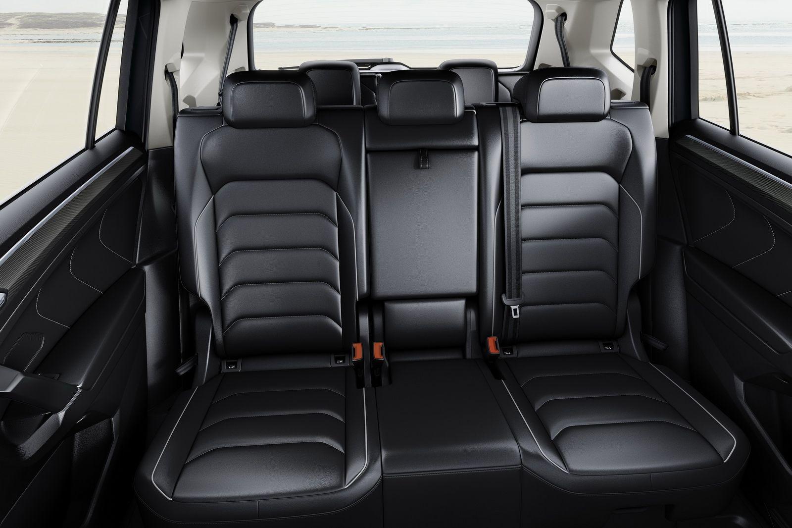 Europe S New Vw Tiguan Allspace With 7 Seats Detailed Ahead Of Geneva Carscoops Volkswagen Geneva Motor Show Car Interior