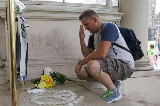 Homenagem às vítimas do atentado na embaixada francesa de Londres - DANIEL LEAL-OLIVAS via Getty Images