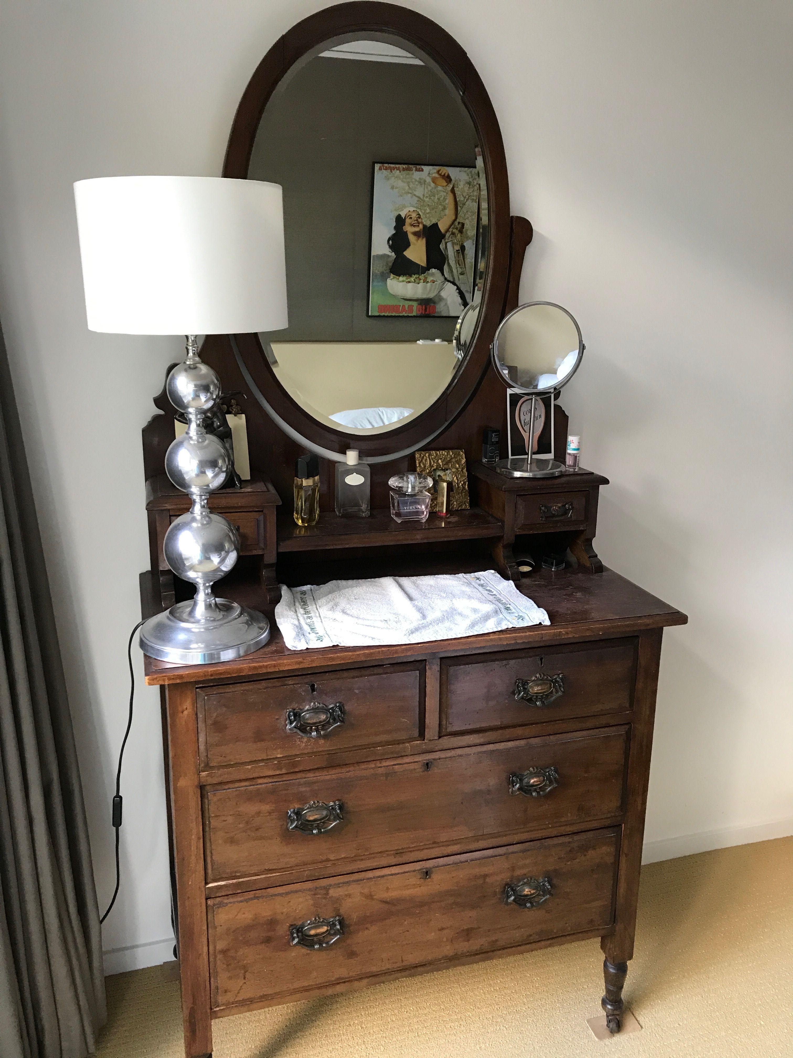 antieke spiegel ladenkast leontine slaapkamer