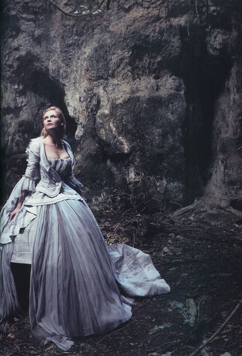 Kirsten Dunst for Vogue by Annie Leibovitz, September 2006. #photography #vogue #annieleibovitz