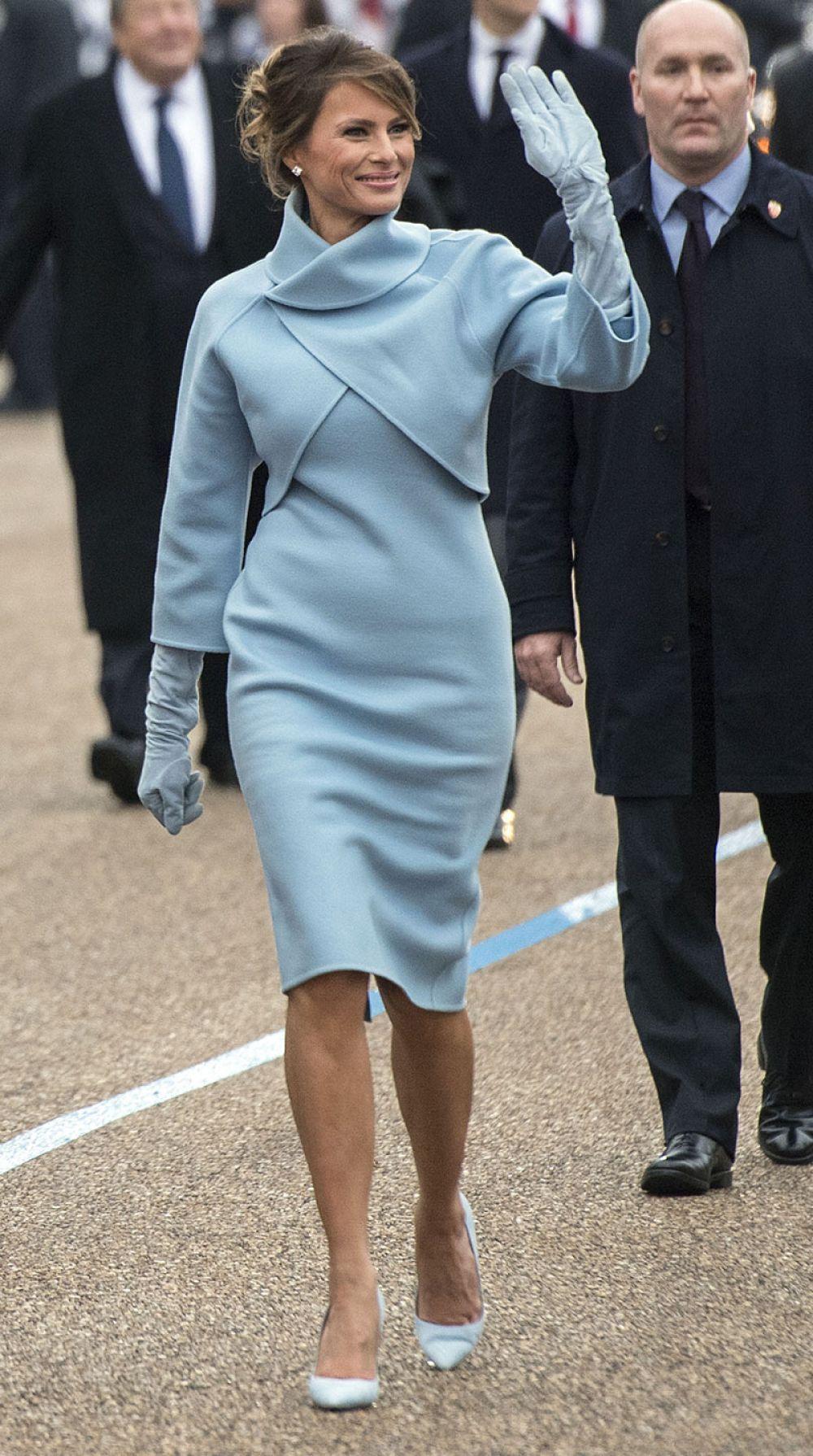 Melania Trump\'s Ralph Lauren suit (2017)   Dressed to Impress ...