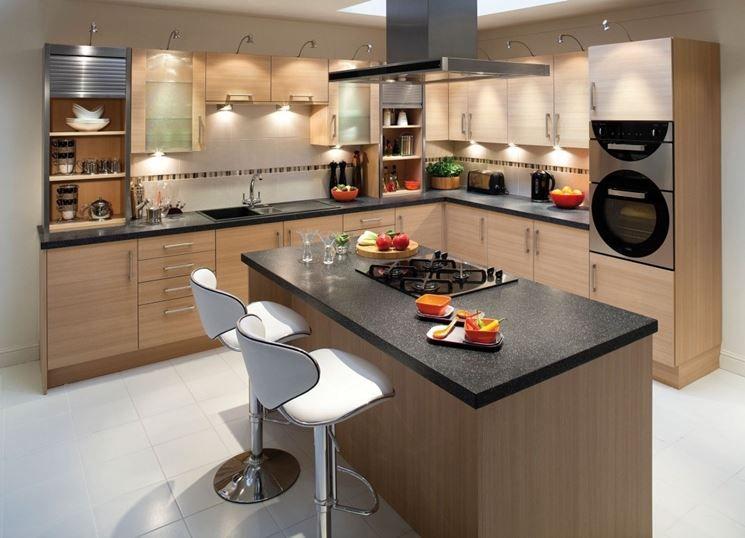 Bellissima cucina con isola moderna (ma senza fornelli centrali ...