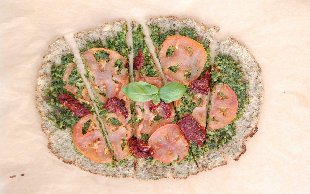 Cauliflower crust pesto pizza vegan glutenfree pesto