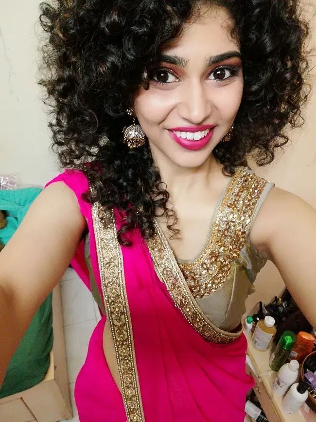 Curl Hairstyle For Saree In 2020 Curled Hairstyles Saree Hairstyles Curly Hair Styles