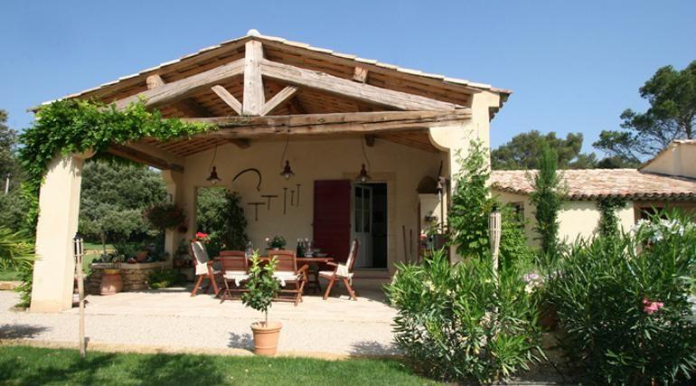 Au temps des bastides est un constructeur de maisons for Pergola provencale