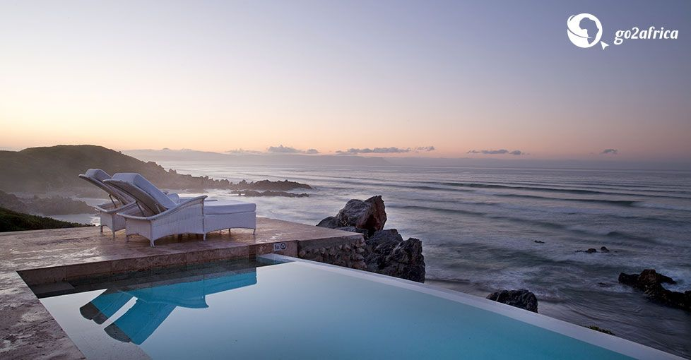 Its location in Hermanus on the cliffs that overlook the beaches of Walker Bay makes Birkenhead House the ideal base from which to explore this scenic area outside Cape Town.