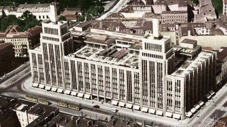 Das Warenhaus Wurde Von Philipp Schaefer Zwischen 1927 29 Erbaut Und Im Krieg Schwer Beschadigt Berlin Geschichte Baustil Berlin Stadt