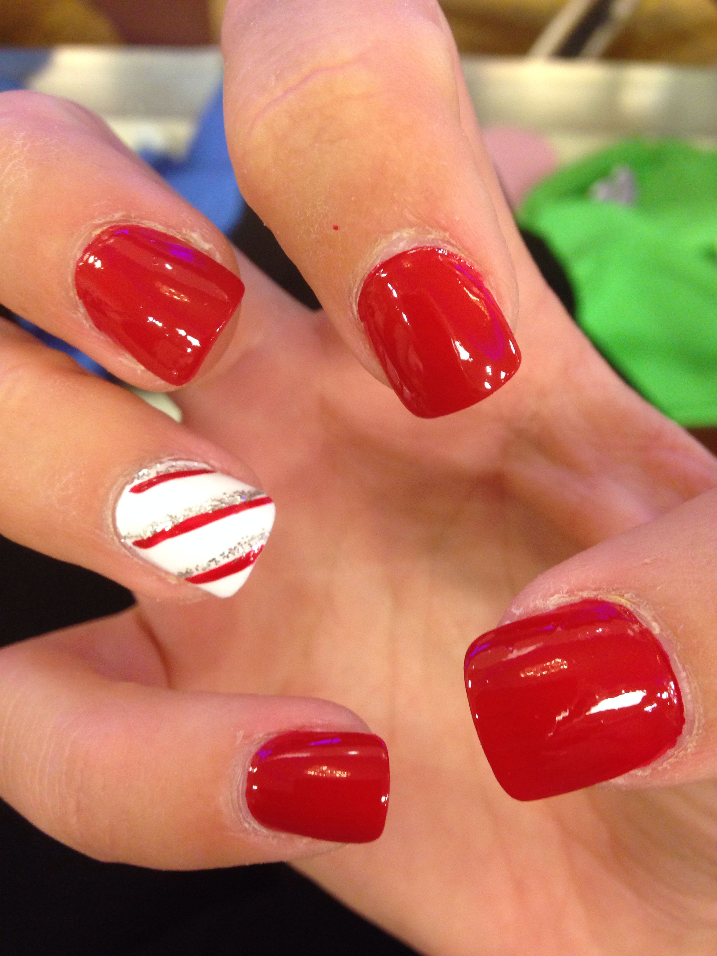 Christmas Nails Red Candycane Red Manicure Christmas Nail Designs Christmas Nails