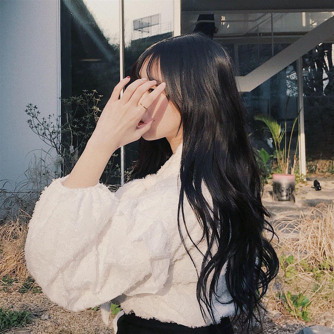 Картинки на аву девушке с темными волосами