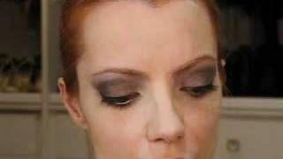 Julia Petit Passo a Passo Casamento Maquiagem, via YouTube.