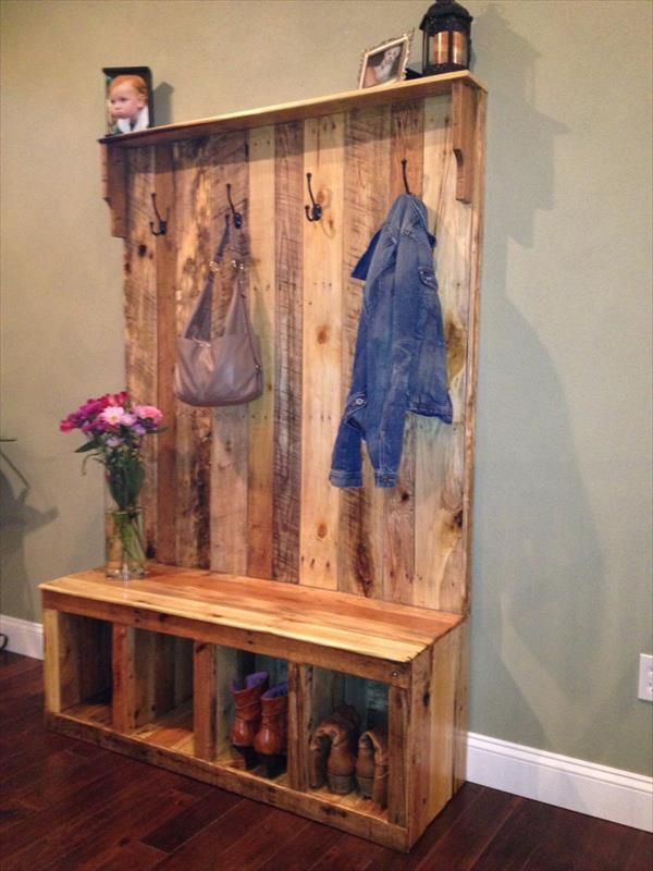 Pallet entryway bench storage bench 101 pallets for Building a mudroom bench