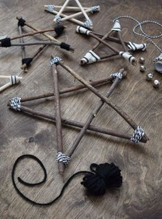 Rustic and Modern Twig Stars - learn how to make them! #twigart