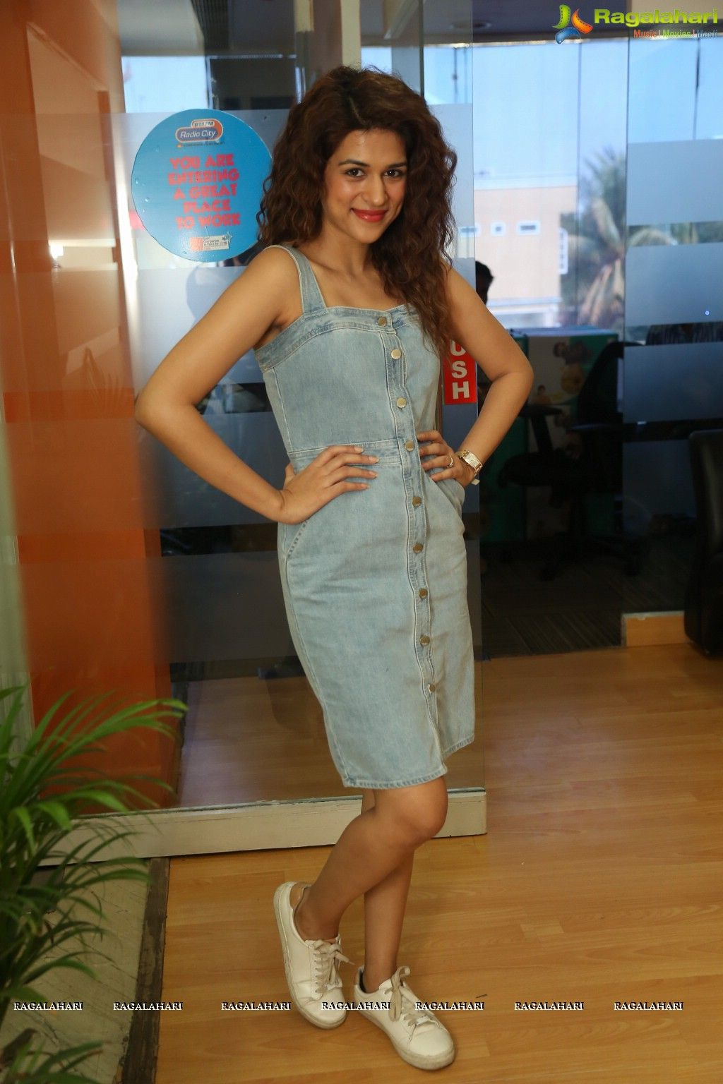Tamil Actress Shraddha Das Photos - Image 84