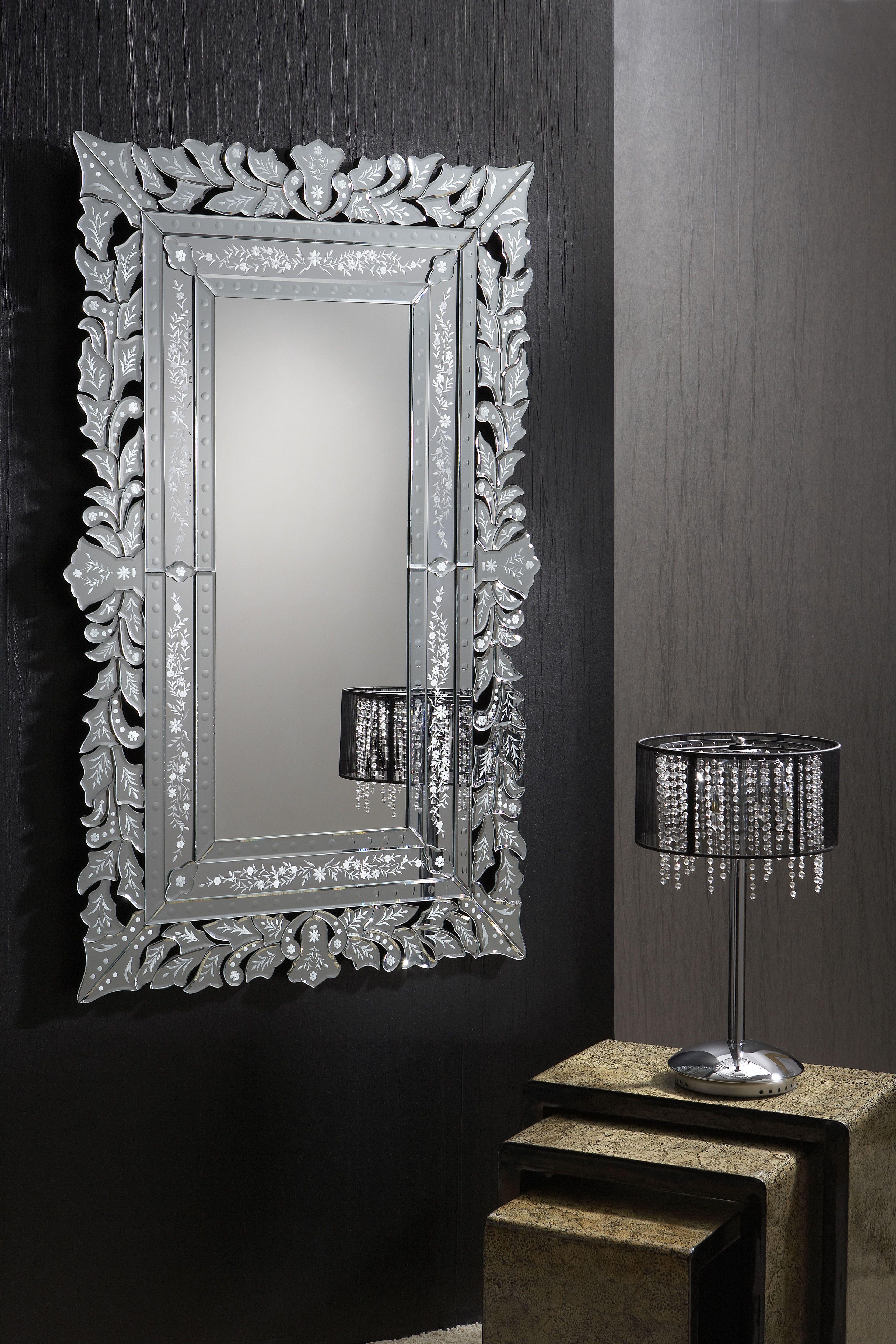 Espejo Cleopatra con marco de lunas biseladas y talladas. Soporte en ...