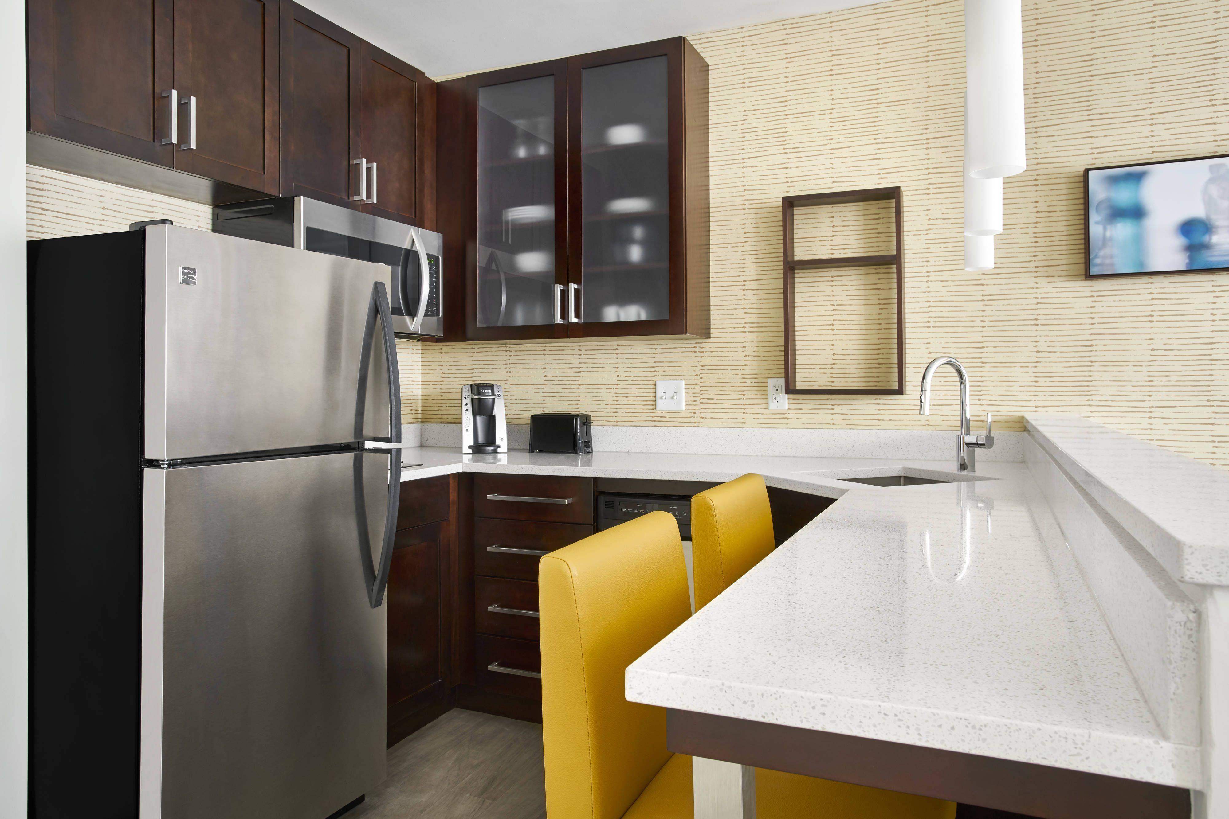 Residence Inn Lynchburg Suite Kitchen Visiting Guestroom