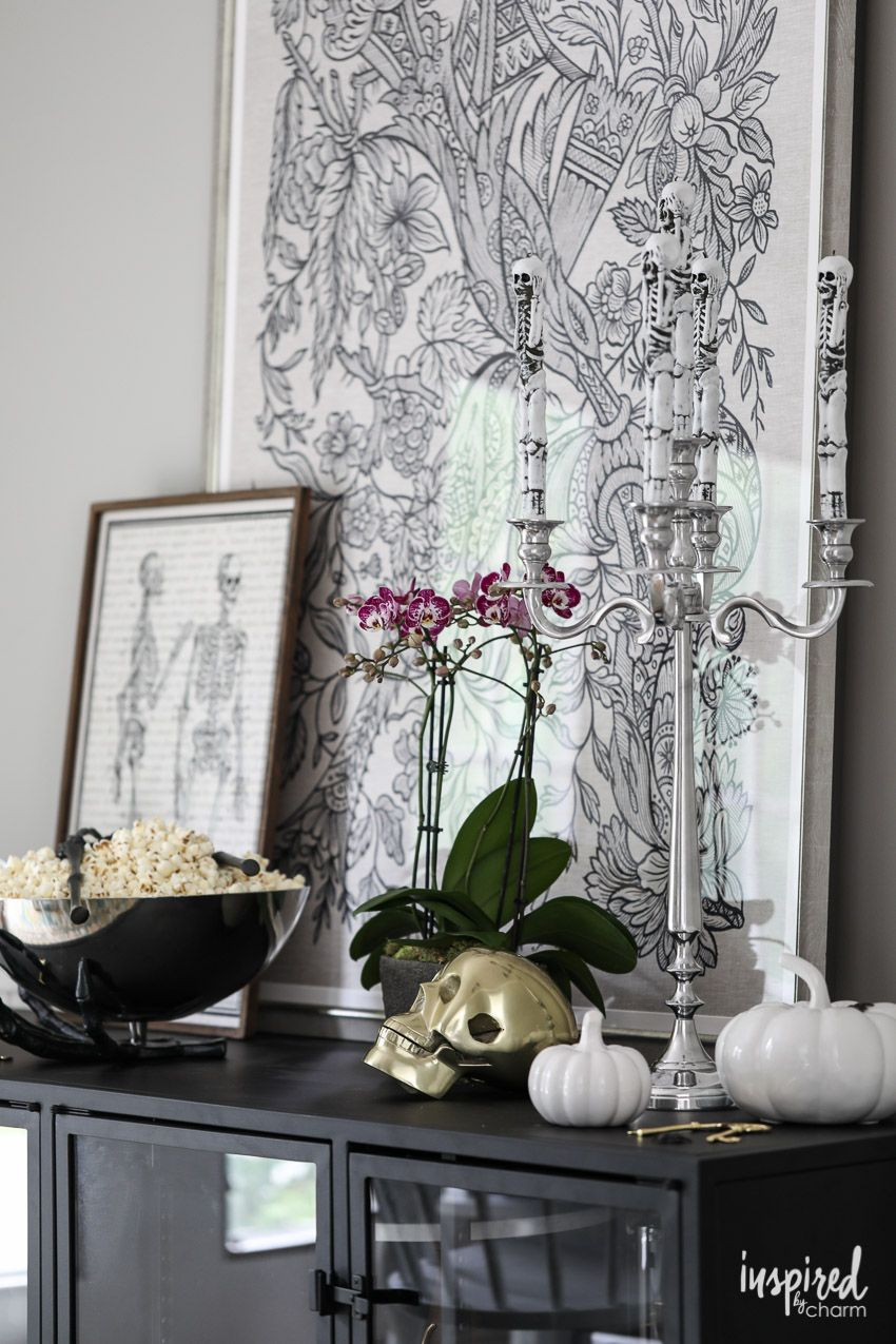 ideas and inspiration for spooky chic halloween table decorations rh pinterest com