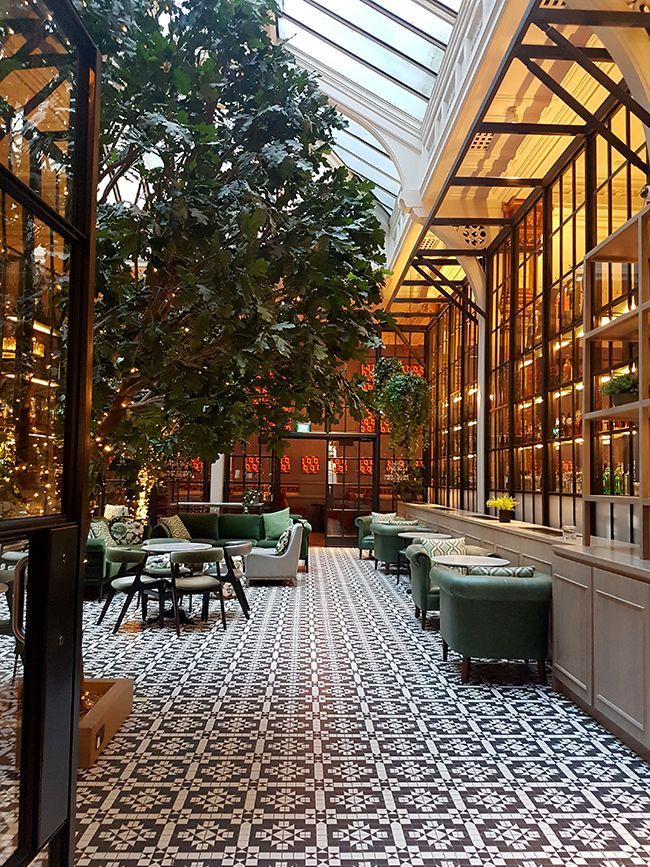 Get the Look: A Visit to the Glamorous Refuge Manchester ...