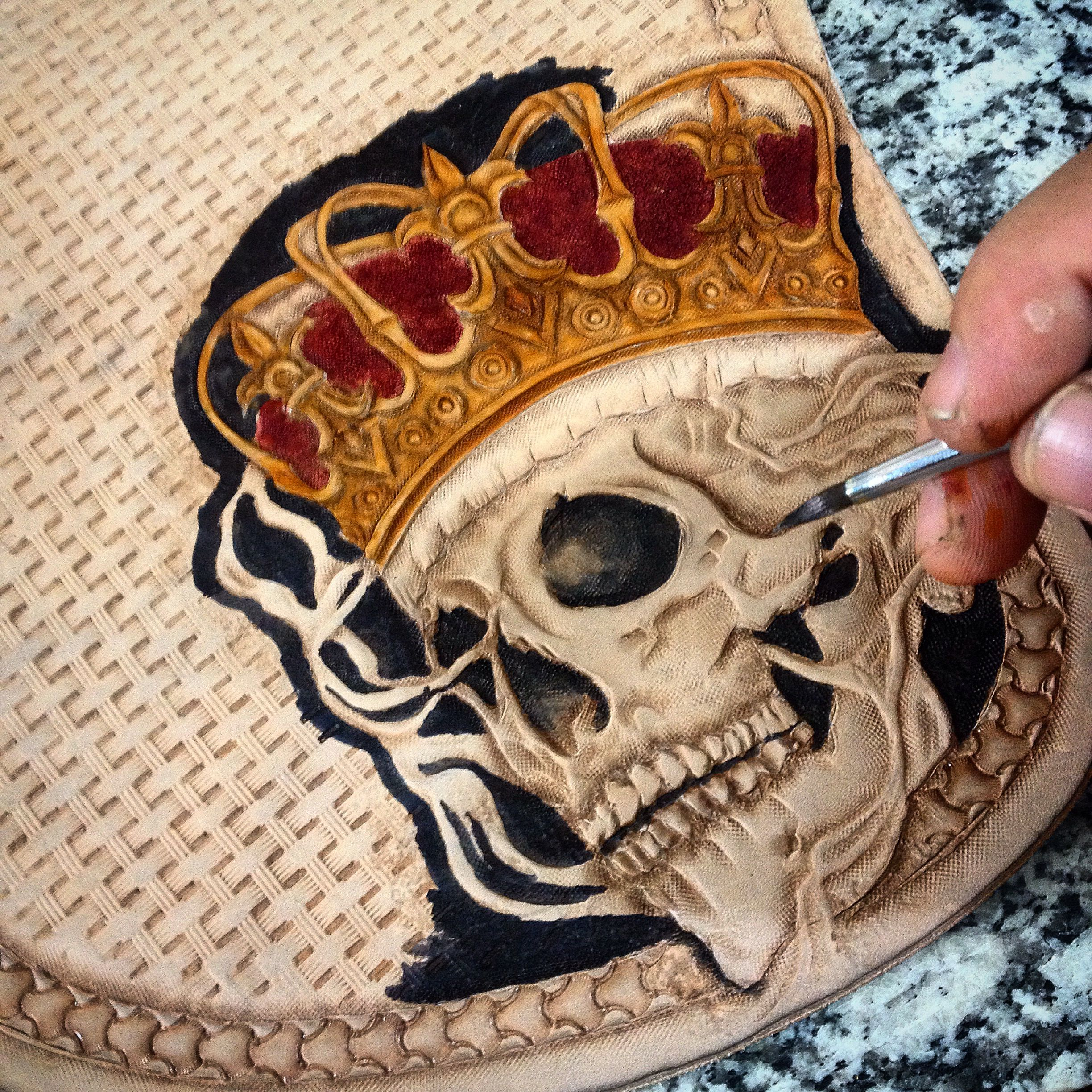Leather carving tipoeubolsas