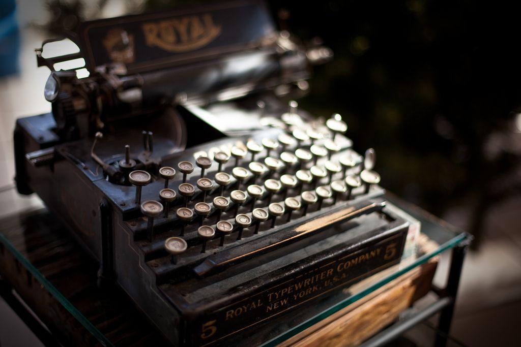 RUSTTEE-- #Vintage #typewriter