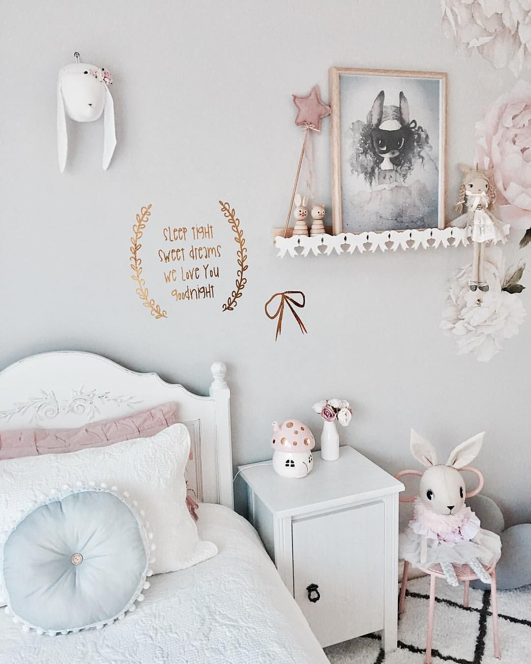 Inspiration from Instagram pastel girls room