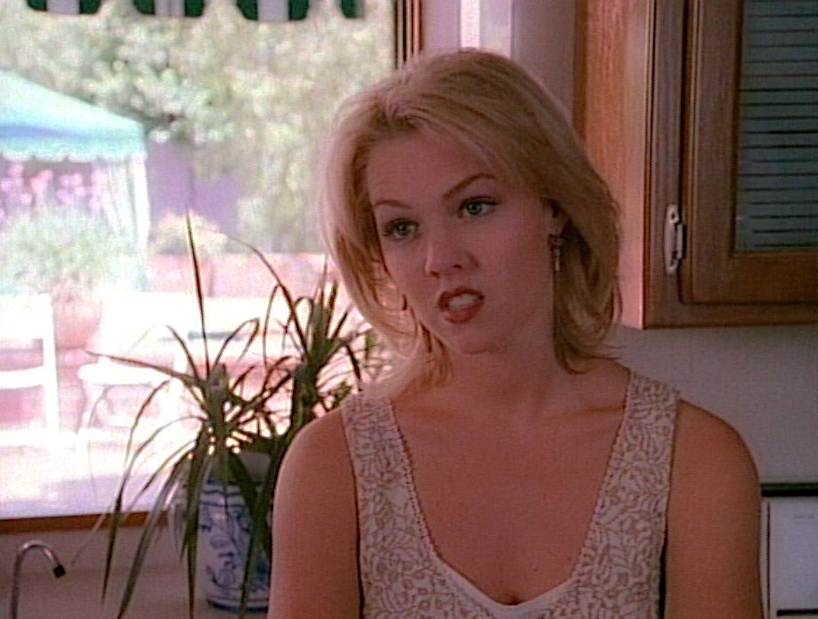 jennie garth, kelly taylor, short hair, beverly hills 90210