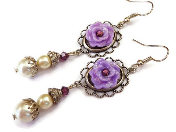 Earrings with purple glitter roses and shell core by Schmucktruhe, €26.00