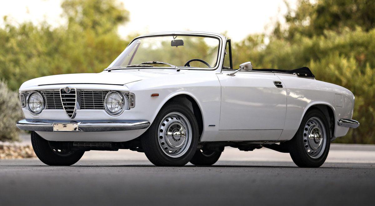 This 1966 Alfa Romeo Giulia Gtc Has Italian Style For Days Alfa Romeo Alfa Romeo Giulia Small Luxury Cars