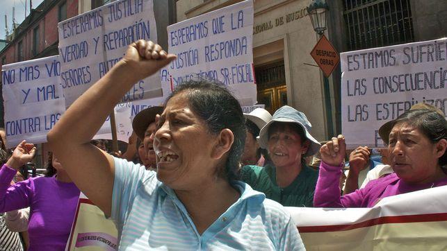 """La lucha de miles de peruanas esterilizadas: """"La enfermera me dijo: ya no parirás como una cerda""""  En 1996, el gobierno de Alberto Fujimori ..."""