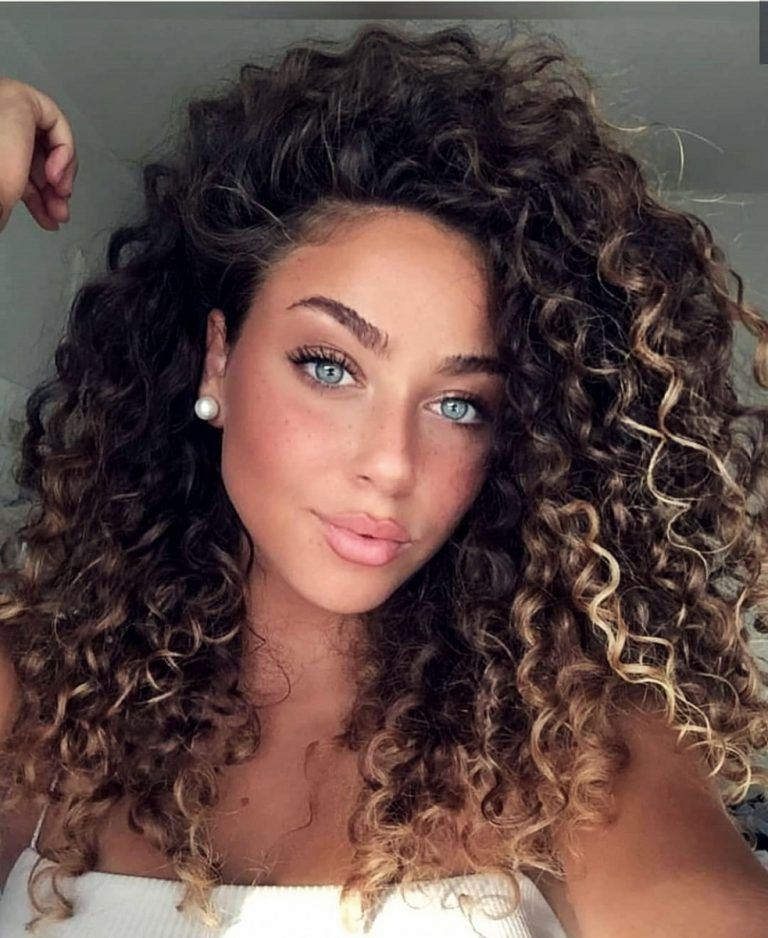 20 Phanomen Frauen Frisuren Fur 2019 Trend Bob Frisuren 2019 Haare Haarschnitt Frisuren Trendfrisuren Curly Hair Styles Short Curly Haircuts Hair Styles