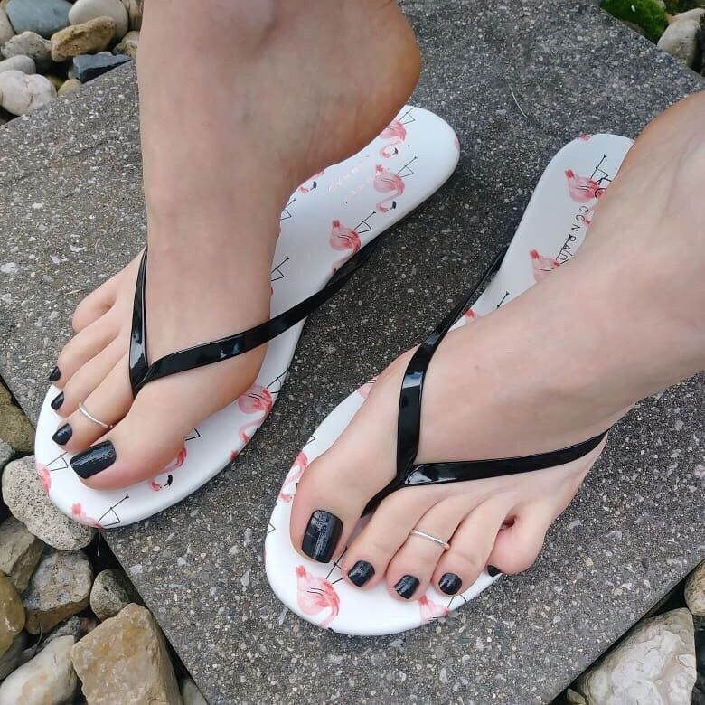 🌺 @intimiidade 🌺 #bomdia #unhas#nails#toes#pies#piedi#legs