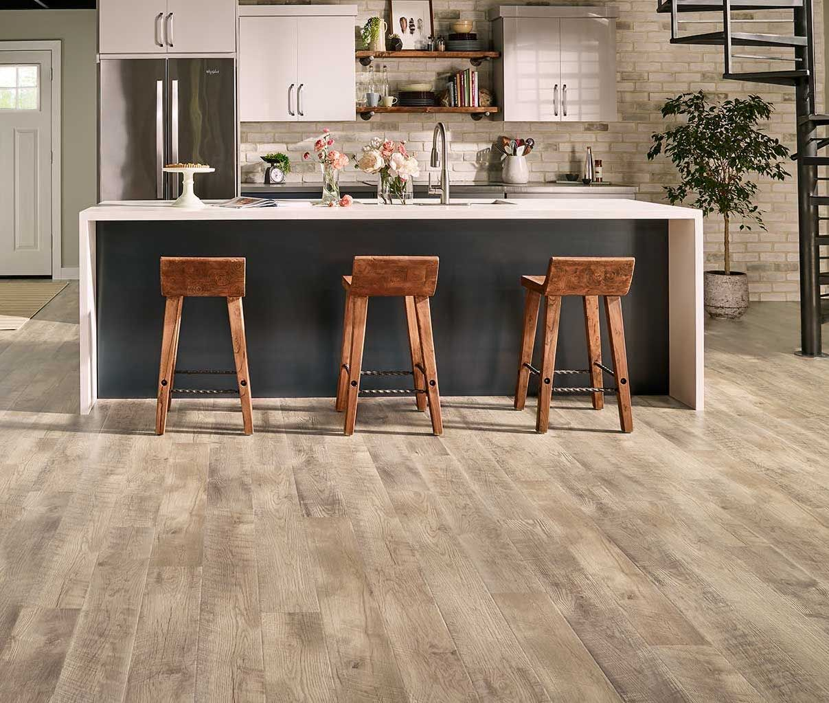 Pergo Outlast Southport Oak Is A Light Natural Colored Oak With A Cross Sawn Deep Texture Giving An Authentic Distressed Look To The Flooring The C Pavimenti