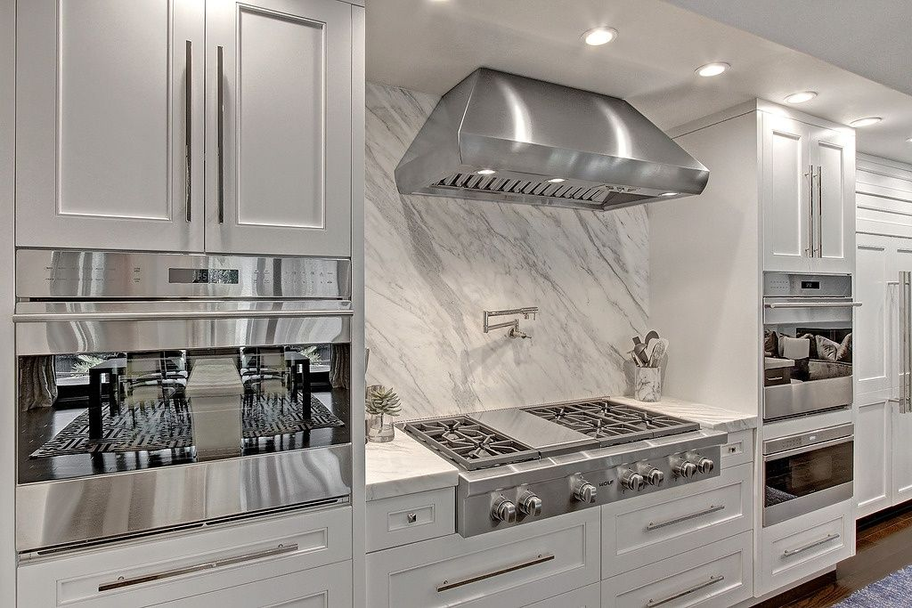 Contemporary Kitchen with Wolf SO30TESTH 30 E