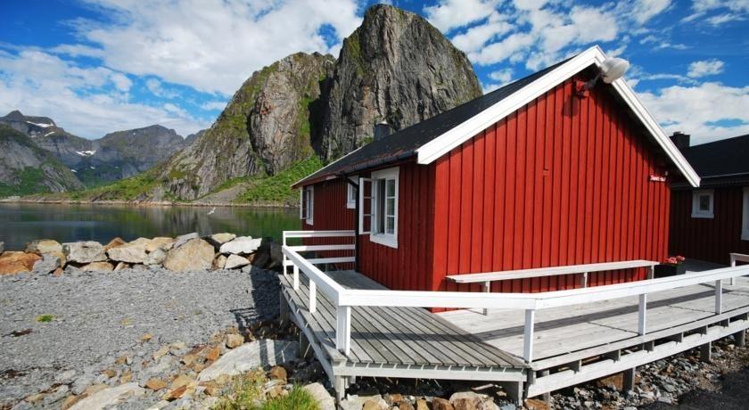 Miraculous Resort Eliassen Rorbuer Reine Norway Booking Com Interior Design Ideas Truasarkarijobsexamcom