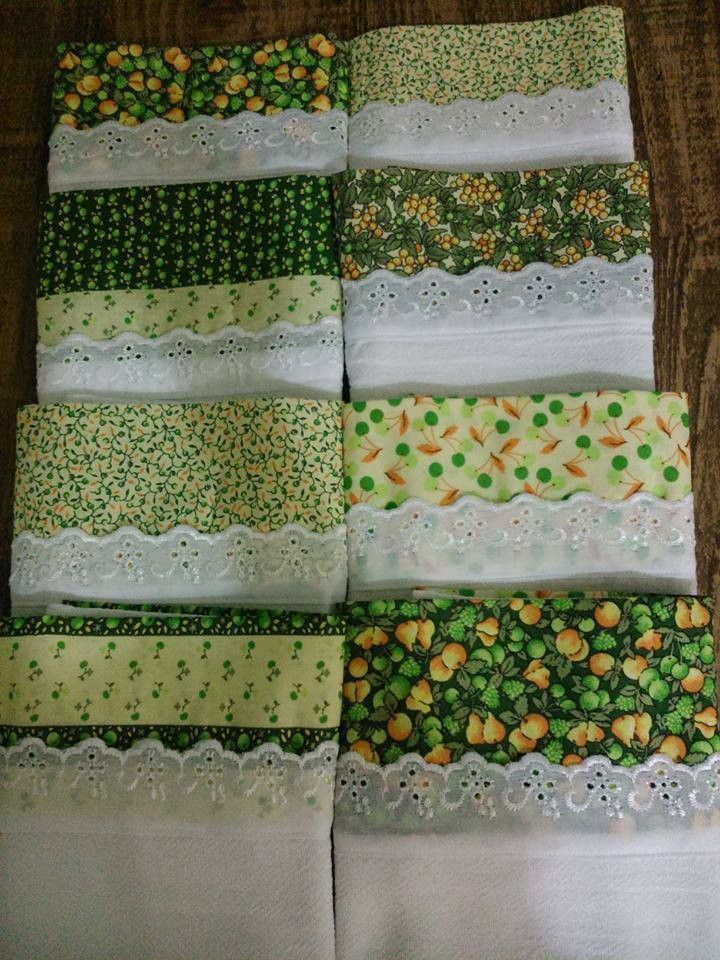 pano de prato com barrado de tecido e bordado inglês e passa fitas