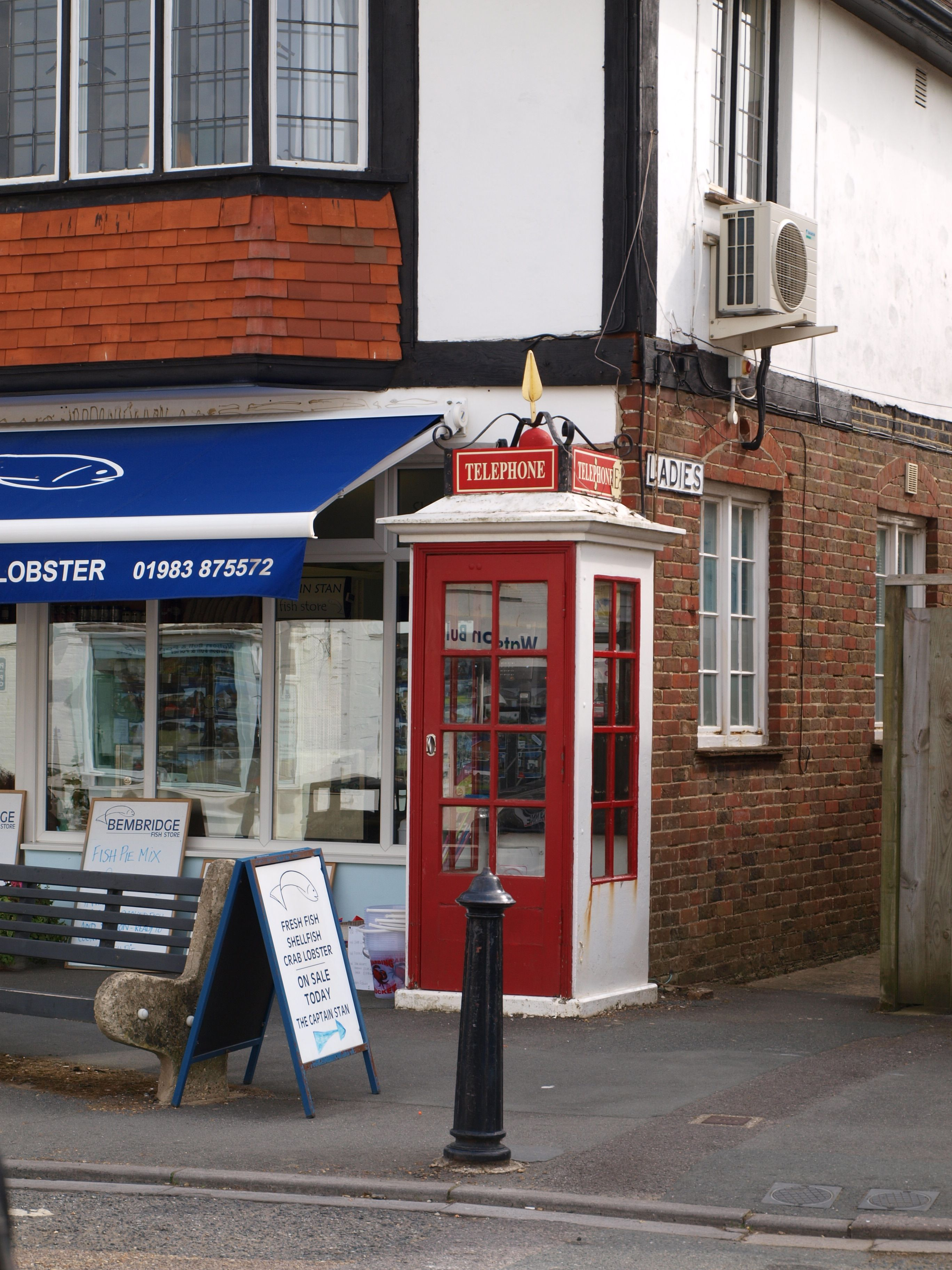 This is the only surviving post office model k1 phonebox in the south of england at bembridge - Great britain post office ...