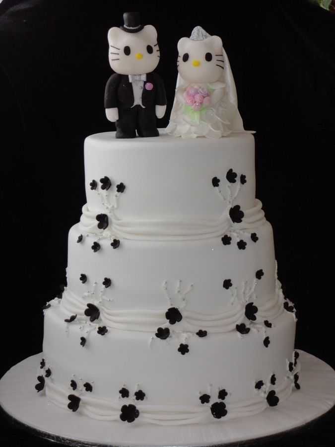 666642499732 Hello Kitty Wedding Cake