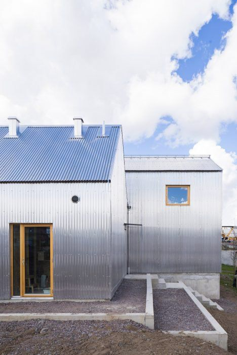A Pair Of Gabled Buildings Clad In Corrugated Aluminium Make Up This House Linkoping Sweden Designed By Architect Architecture Facade Architecture Architect