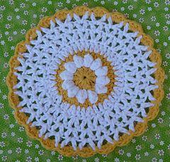 Daisy Pattern Set includes a daisy dishcloth and a daisy scrubbie.
